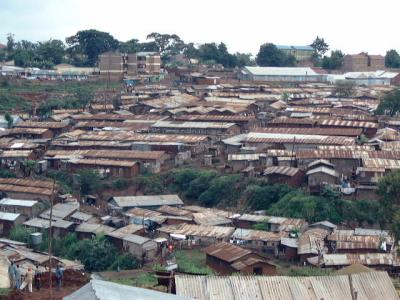 1_200011_20Ke_20Kibera_20overlook_20050623_small1